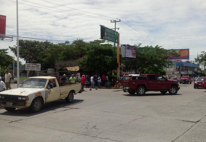 Protesta Sección 22 en gira  del gobernador en Juchitán