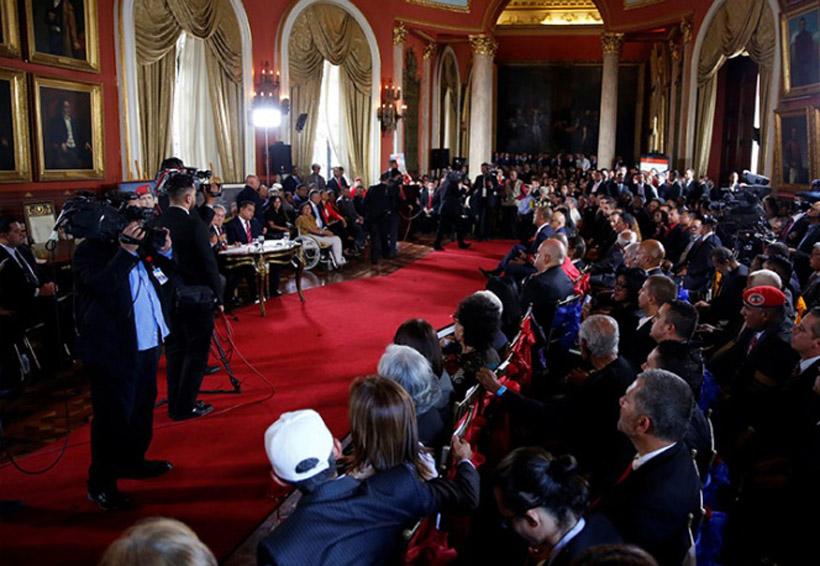 Militares venezolanos impiden el paso a diputados opositores al Parlamento