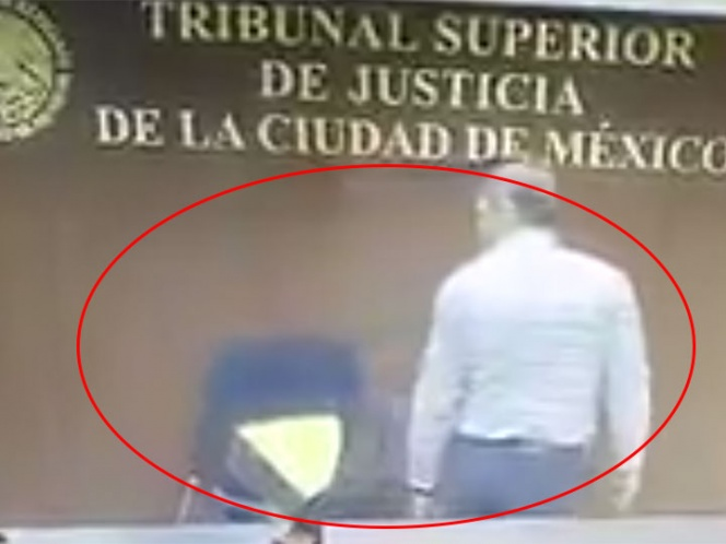Video: Juez 'hace berrinche' porque no le gustó su silla y la rompe | El Imparcial de Oaxaca