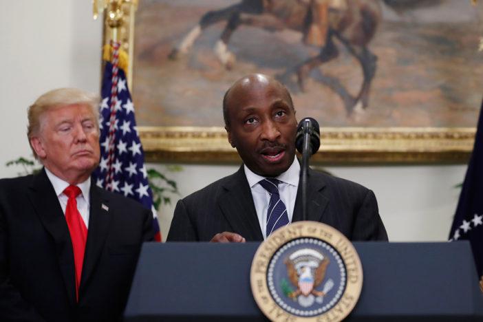 Trump cierra consejo empresarial tras renuncias por declaración sobre Charlottesville