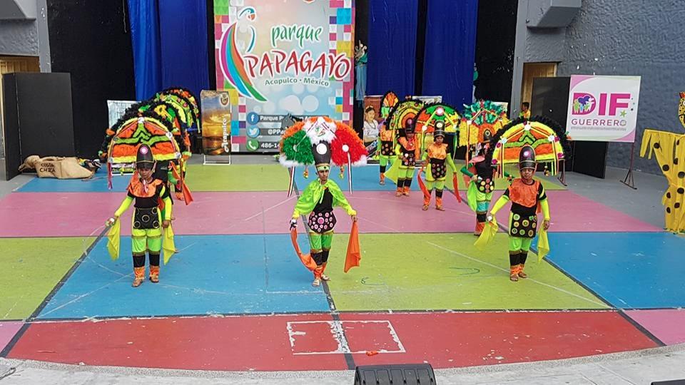 Danza de la pluma en colores neón causa indignación   El Imparcial de Oaxaca