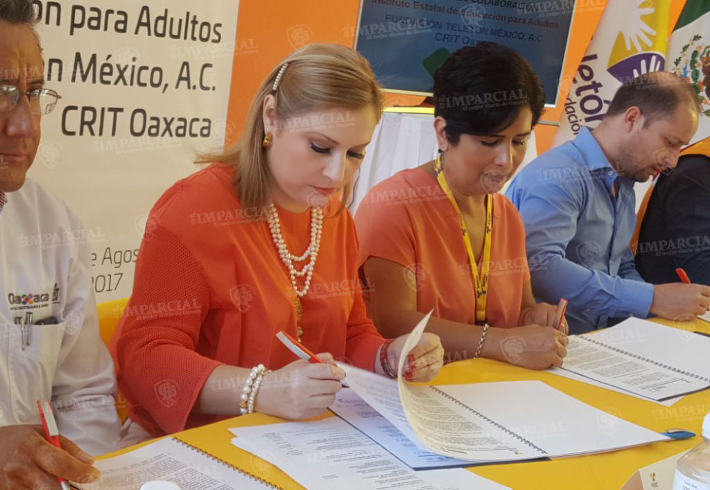 Firman convenio para combatir rezago educativo el IEEA y el CRIT-TELETÓN | El Imparcial de Oaxaca