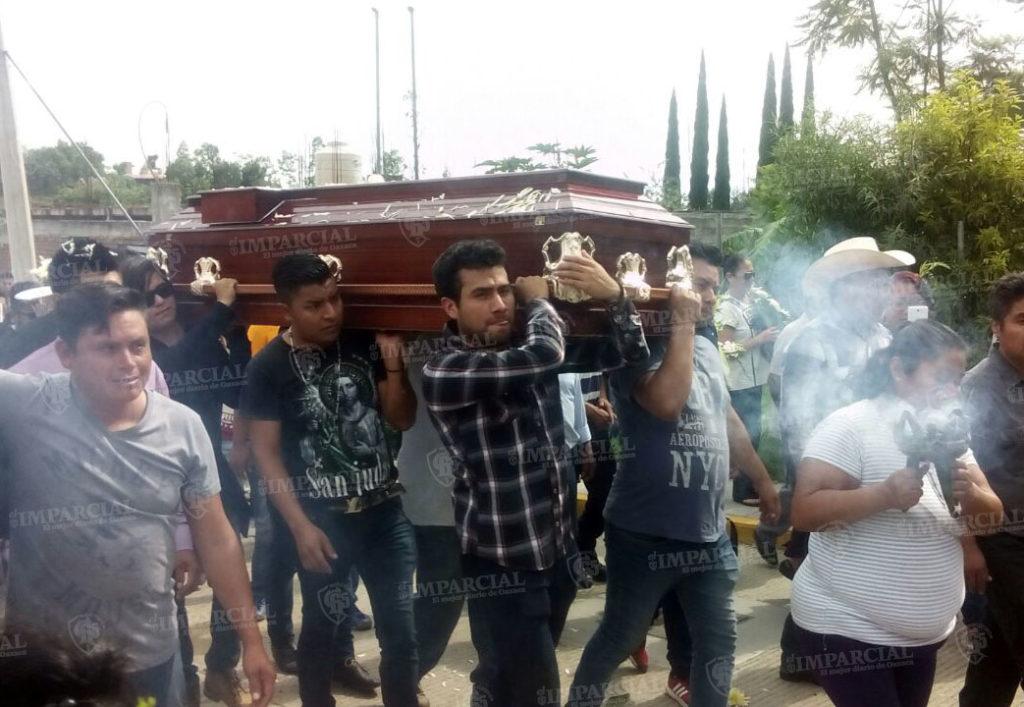Dan homenaje en cortejo fúnebre al artista oaxaqueño Virgilio Ruíz | El Imparcial de Oaxaca