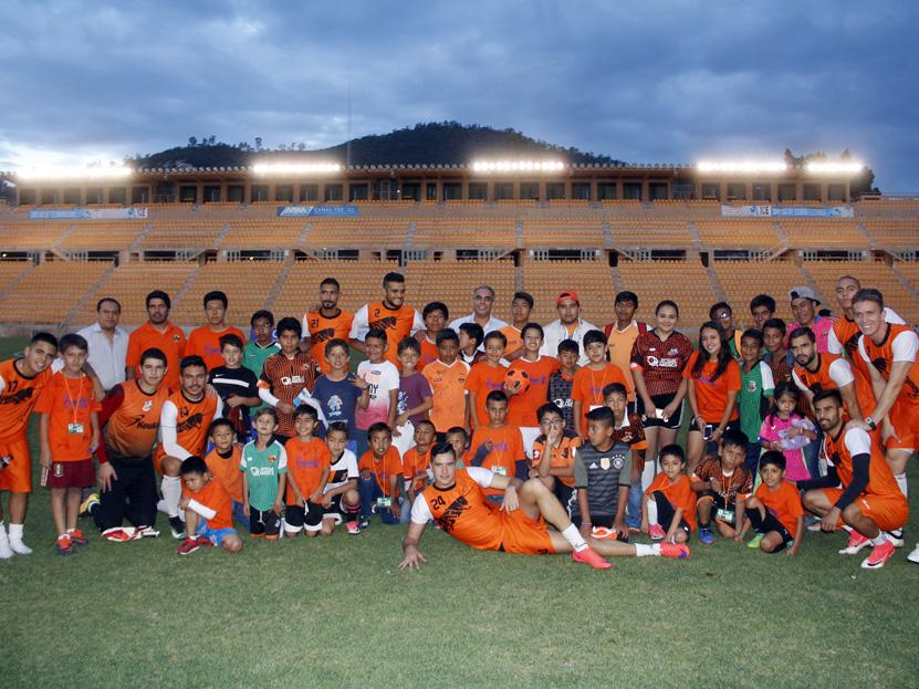 Conviven los Alebrijes con pequeños aficionados | El Imparcial de Oaxaca