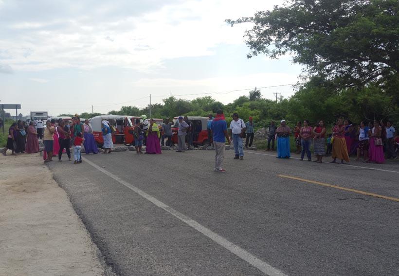 Denuncian irregularidades en comunidad Álvaro Obregón en el Istmo y bloquean