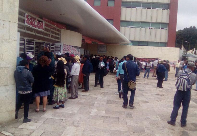 """""""Queremos nuestros ahorros antes de morir""""   El Imparcial de Oaxaca"""