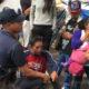 Detienen a dos menores de edad en el Zócalo de Oaxaca por supuesto robo de 11 mil pesos