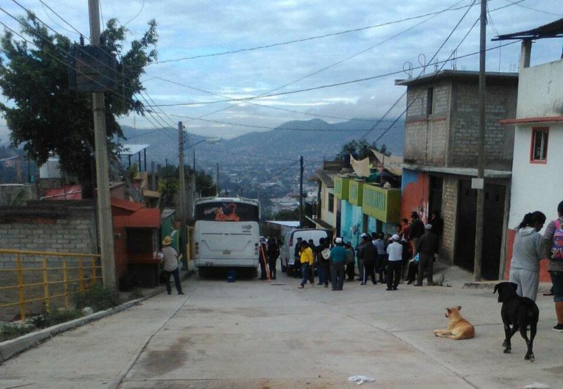 Lo encuentran colgado dentro de un camión urbano en Oaxaca | El Imparcial de Oaxaca