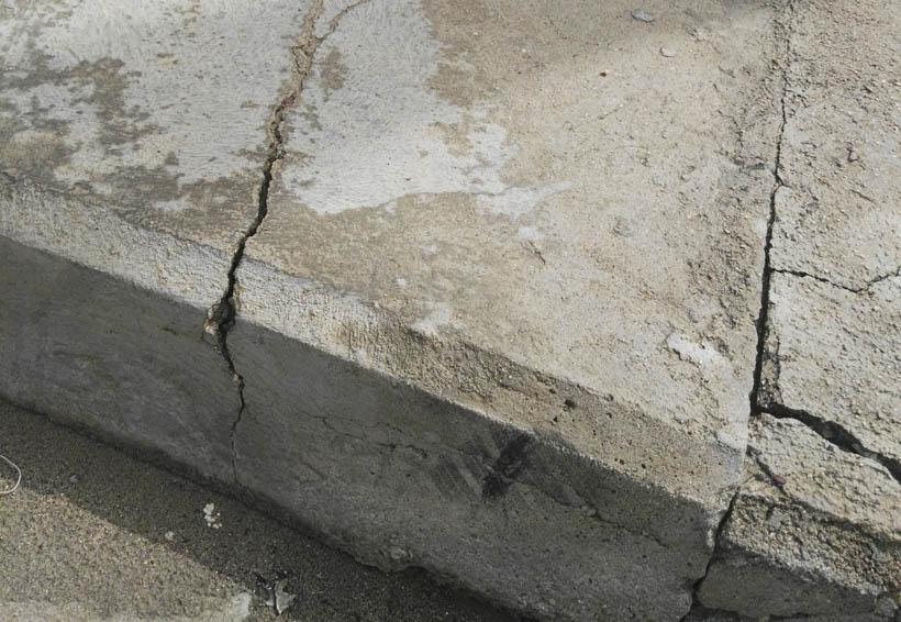 Acusan contaminación ante obsoleto sistema de drenaje en Puerto Ángel
