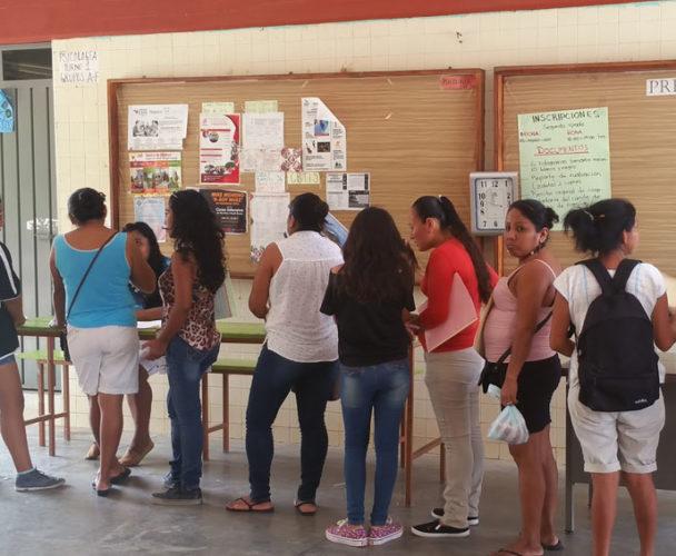Molestia por el cobro de inscripción en secundaria No. 86 de Puerto Escondido