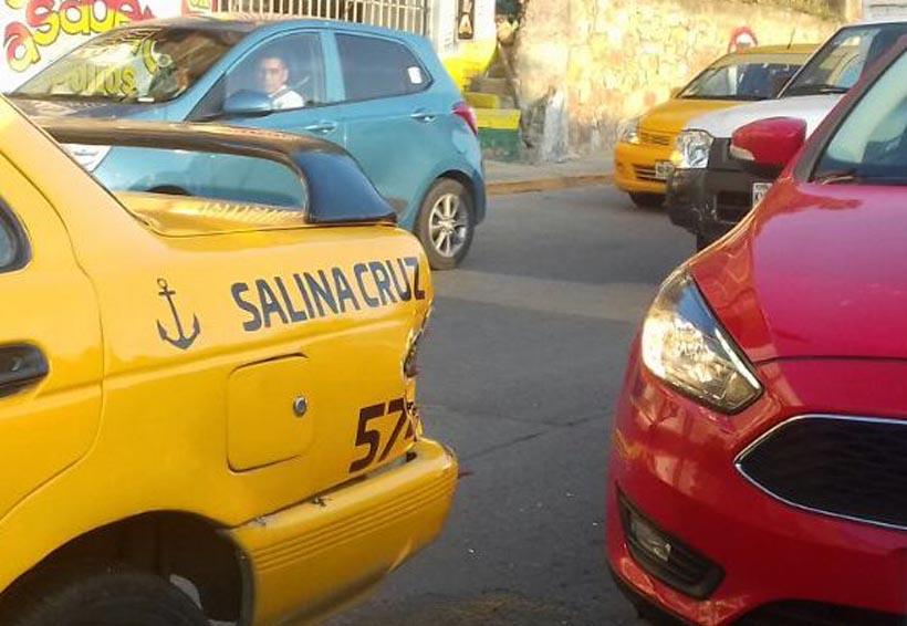 Choca contra un taxi al ir borracho en Salina Cruz, Oaxaca