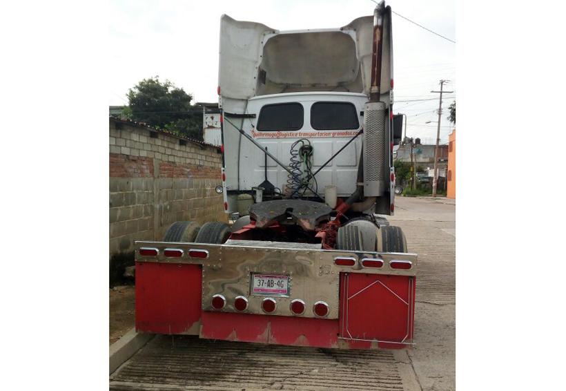 Violento robo de mercancía a trailer en Oaxaca | El Imparcial de Oaxaca
