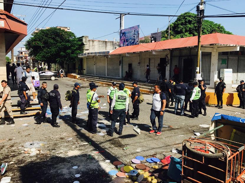 Desalojo de ambulantes en Juchitán, Oaxaca desata enfrentamiento con mototaxistas   El Imparcial de Oaxaca