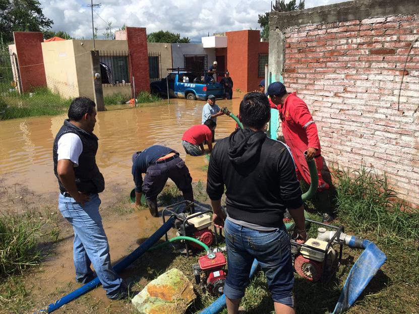 Atiende gobierno a los afectados por lluvias en Oaxaca