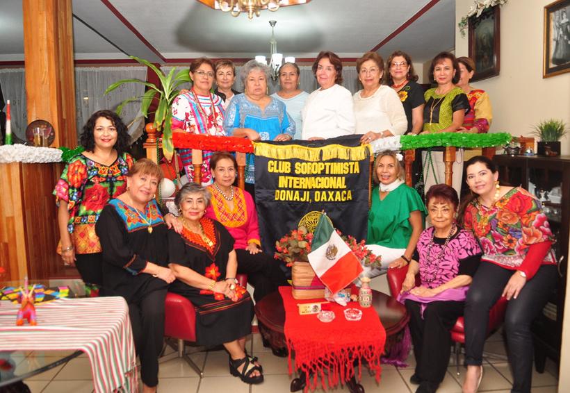 Club Soroptimista Donají se reunieron para conmemorar  la Independencia de México