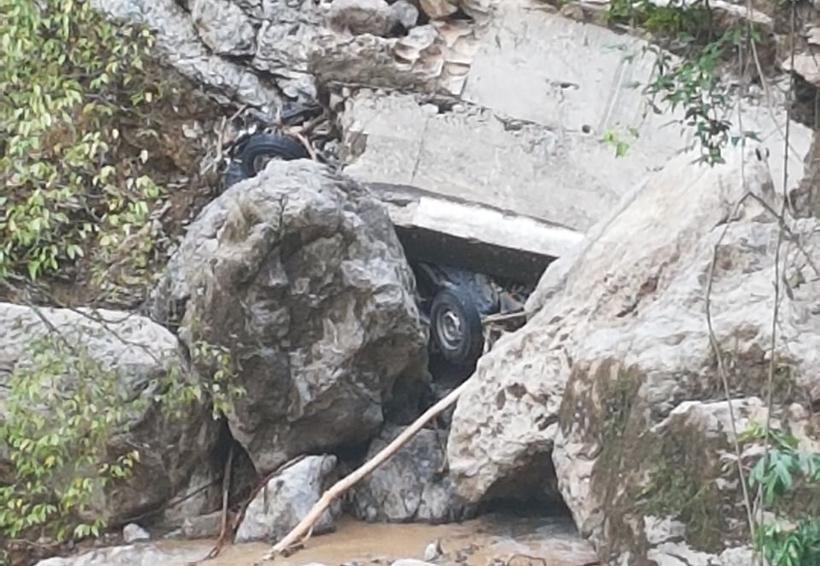 Vendedor de Bimbo queda sepultado con todo y camioneta por derrumbe en la Mixteca de Oaxaca   El Imparcial de Oaxaca