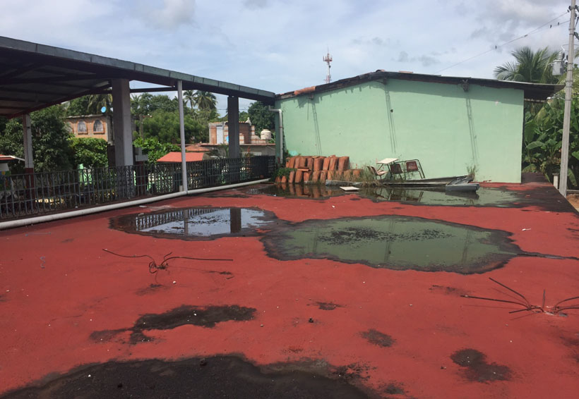 En la Escuela Primaria Benito Juárez, de Huaxpaltepec, niños corren peligro