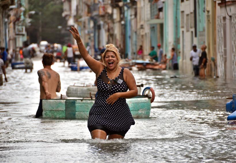 Cuba pone fin a la tensión del huracán 'Irma' con humor y conga | El Imparcial de Oaxaca