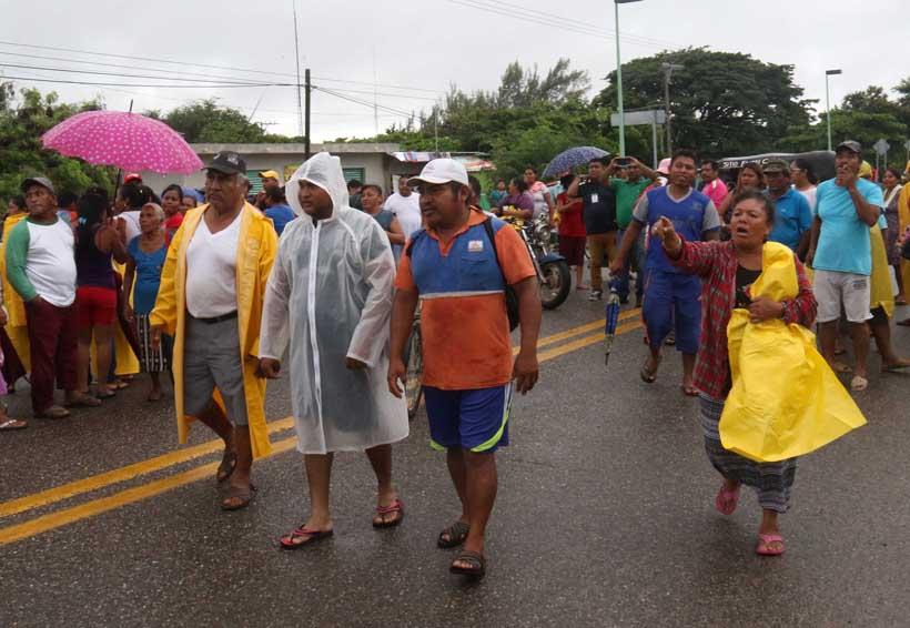 Enfurece a damnificados engaño de autoridades en Oaxaca | El Imparcial de Oaxaca