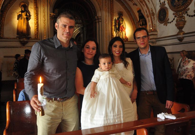 Iker es bautizado