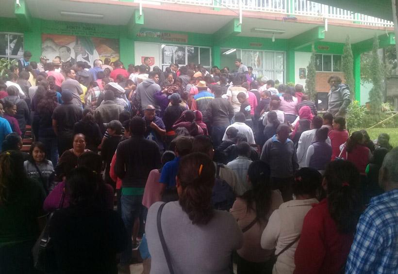 Expulsan padres a docentes de Sección 22 en Oaxaca | El Imparcial de Oaxaca