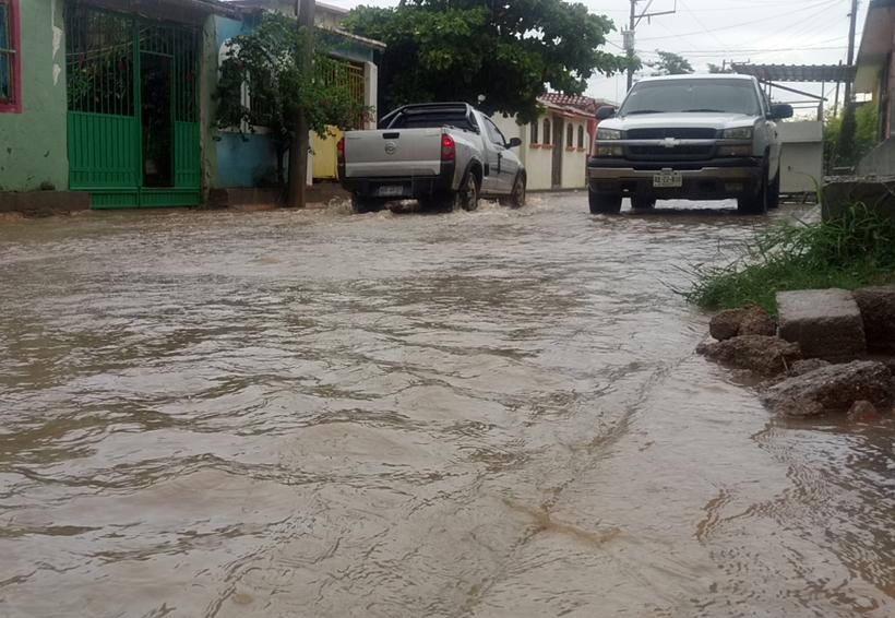 Desbordamiento de río incomunica a poblado de la Mixteca, Oaxaca