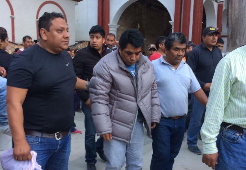 Elemento de la Fiscalía de Tlaxiaco fue exhibido ante la población | El Imparcial de Oaxaca