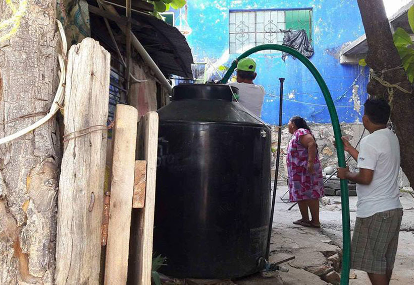 Dotan de agua a  familias afectadas de Salina Cruz, Oaxaca | El Imparcial de Oaxaca