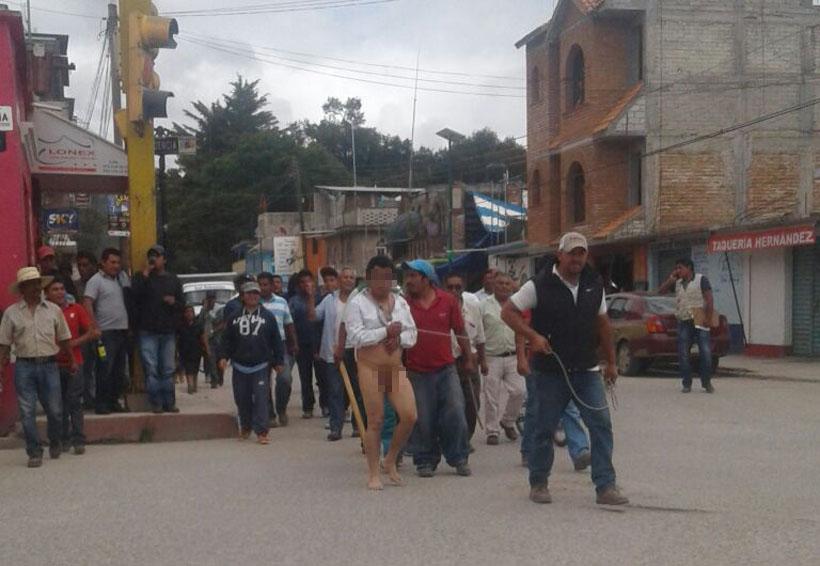 Desnudan y 'pasean' a funcionario de Tlaxiaco por presunto robo | El Imparcial de Oaxaca