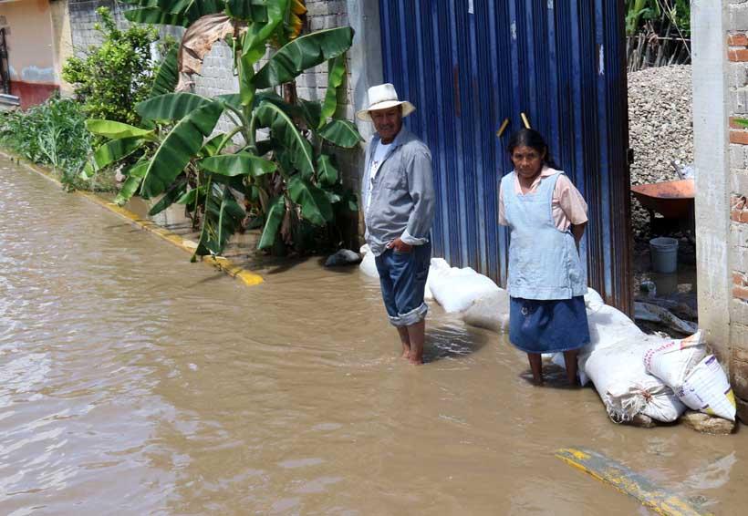 Pide Murat declaratoria de emergencia para 21 municipios de Oaxaca