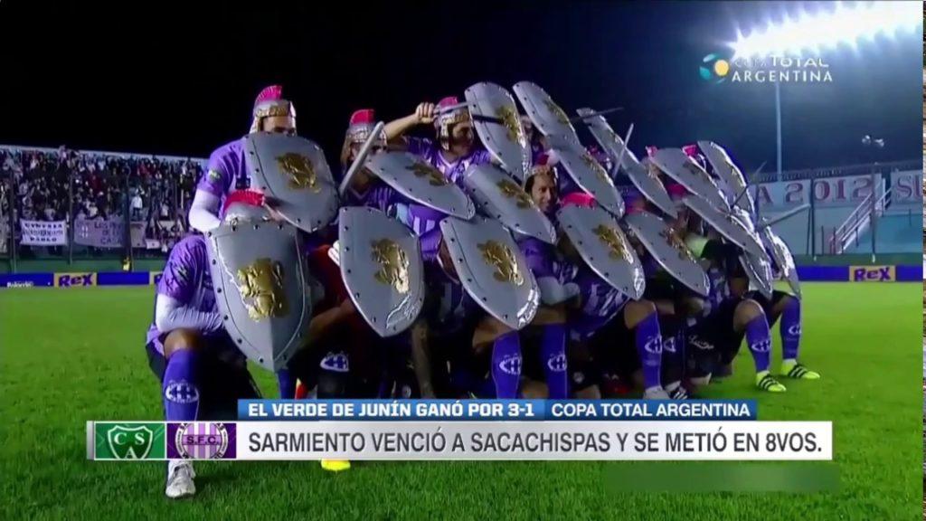 Futbolistas argentinos salen al campo vestidos de gladiadores para intimidar a sus rivales   El Imparcial de Oaxaca