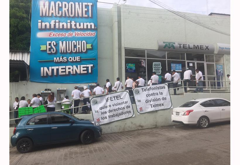Paran labores trabajadores  del sindicato de Telmex en Pinotepa, Oaxaca
