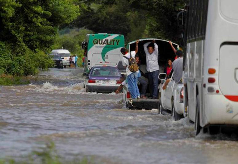 Interrumpido paso en la Cuenca por desborde de río Amapa | El Imparcial de Oaxaca