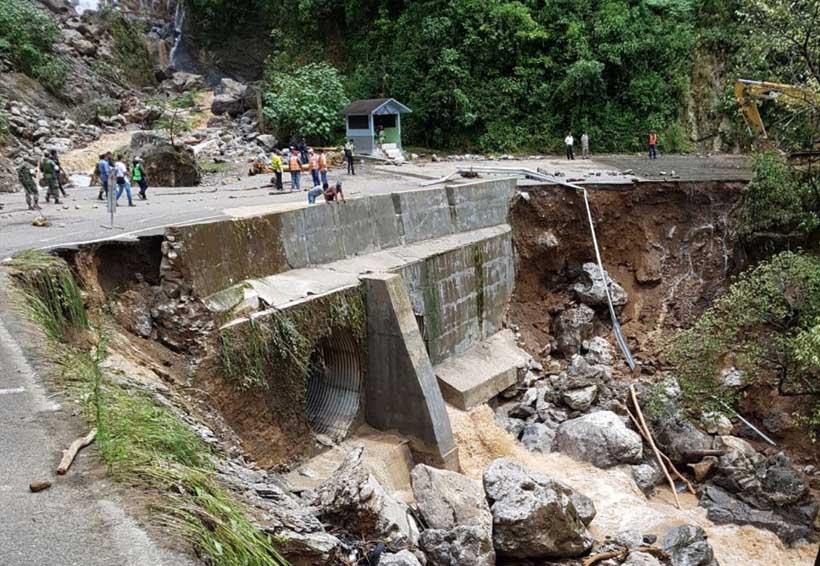 Se agotan las esperanzas de rescatar a conductor de Bimbo sepultado en la 125 | El Imparcial de Oaxaca