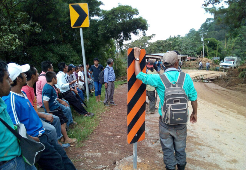 Damnificados de San Pedro Pochutla bloquean la carretera federal 175