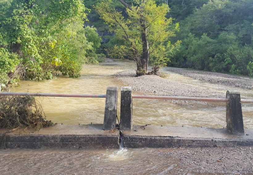 Alertan por derrumbes  carreteros en Huajuapan, Oaxaca