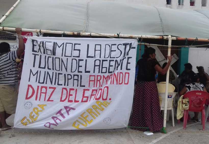 Desconocen a agente municipal de Bahía  La Ventosa, le niegan acceso a oficinas