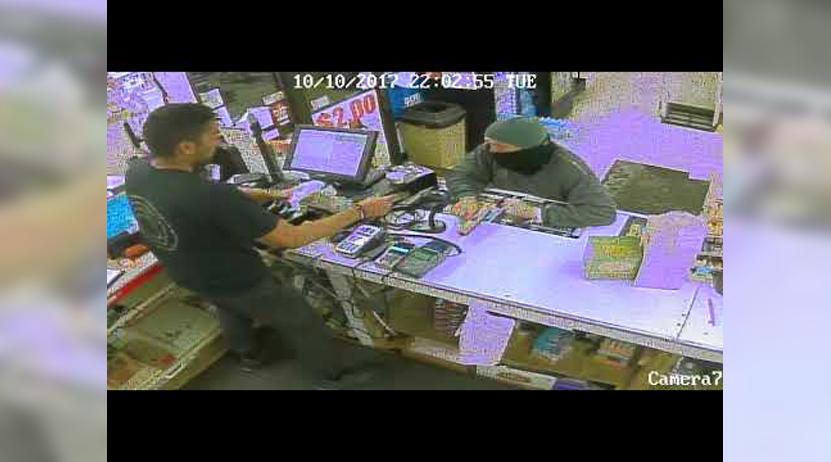 Intenta atracar una tienda pero no esperaba que el cajero lo fuera a desarmar | El Imparcial de Oaxaca