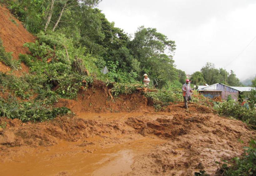 En Huautla lluvias ocasionan deslaves e inunda 99 viviendas