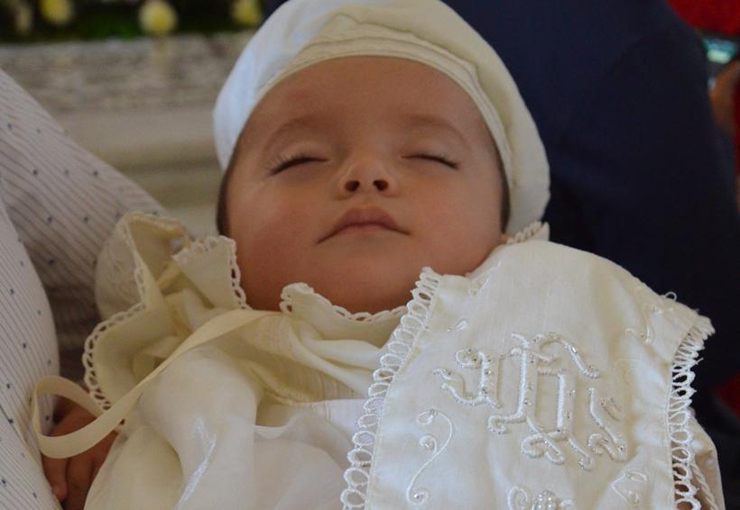 León Maximiliano es bautizado