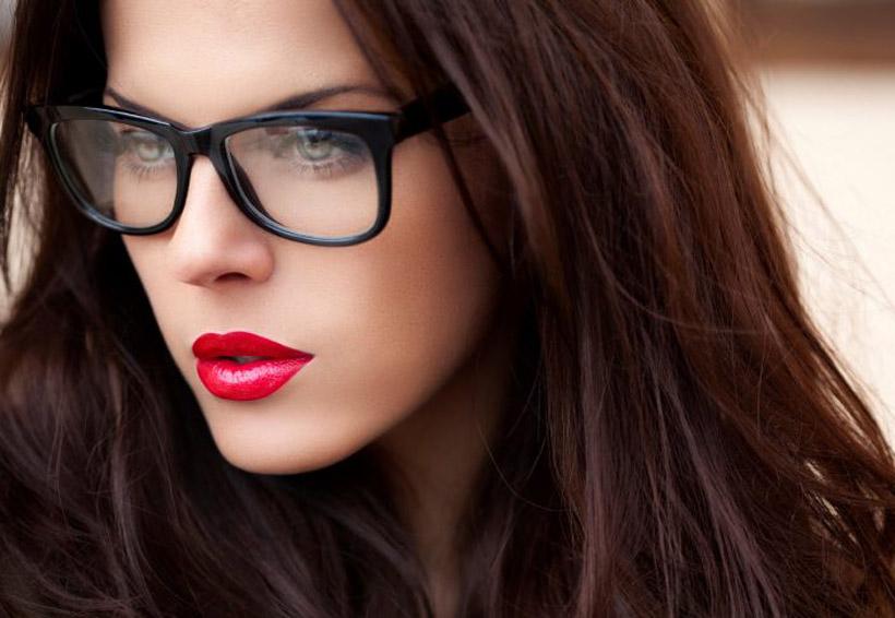 Trucos de maquillaje que todas las chicas que usan lentes deben conocer | El Imparcial de Oaxaca
