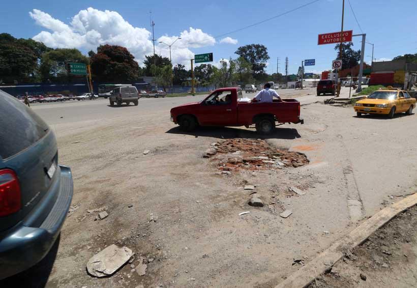 Invaden topes y baches el periférico en Oaxaca | El Imparcial de Oaxaca