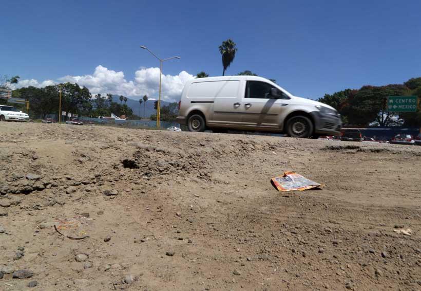 Carretera al Panteón Jardín de San Andrés Huayapam en total abandono | El Imparcial de Oaxaca