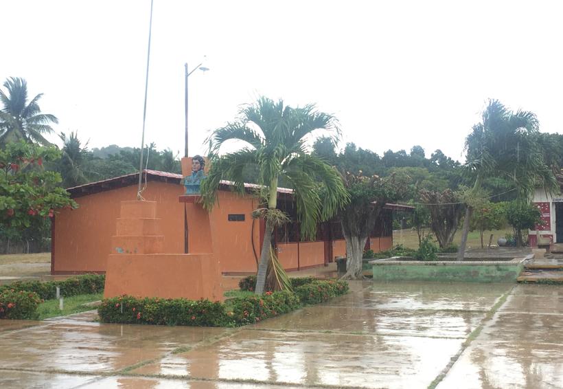 Revisan escuelas de la Costa de Oaxaca para realizar dictámenes