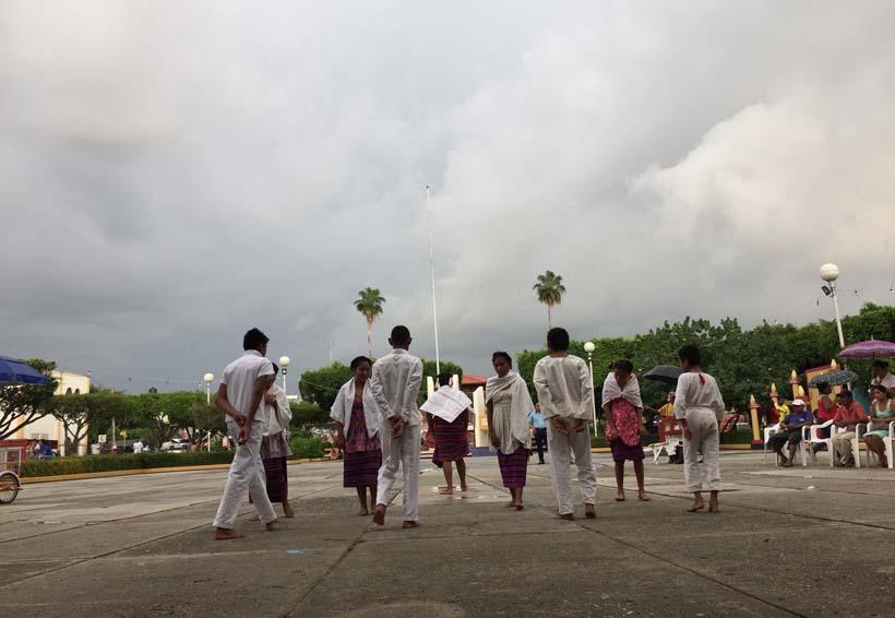 Muestran alumnos con danzas, raíces culturales de la Costa de Oaxaca