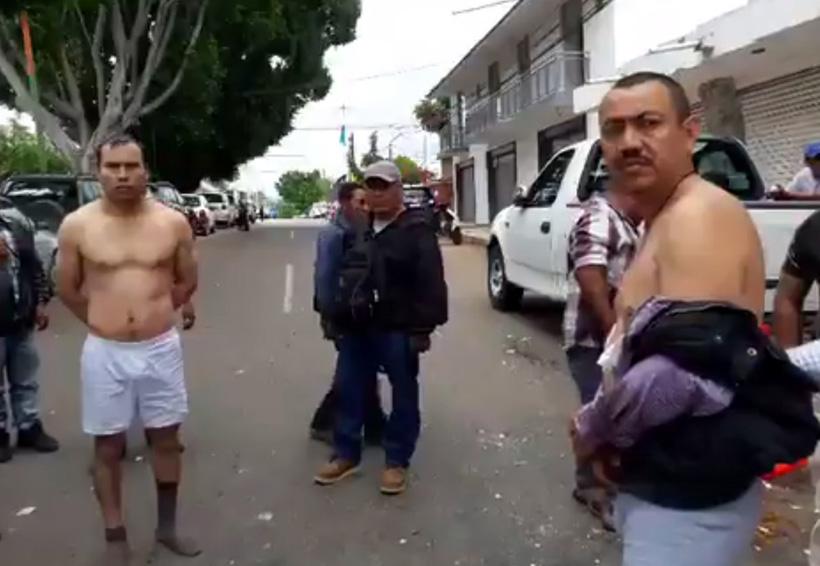 Habitantes de San Martín Peras desnudan a trabajadores del IEEPCO | El Imparcial de Oaxaca