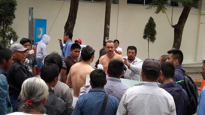 Video: Detienen a manifestantes que retuvieron y desnudaron a funcionarios del IEEPCO | El Imparcial de Oaxaca