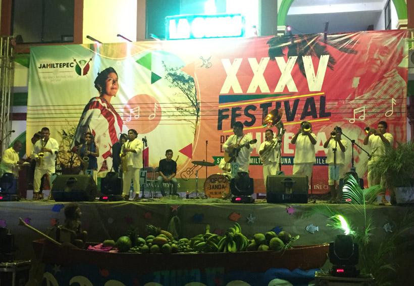 Celebran la XXXV edición del Festival de la Chilena en Santiago Jamiltepec, Oaxaca