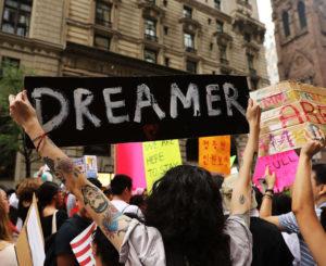 """Procurador de EUA cuestiona ley que ofrezca ciudadanía a """"dreamers"""""""