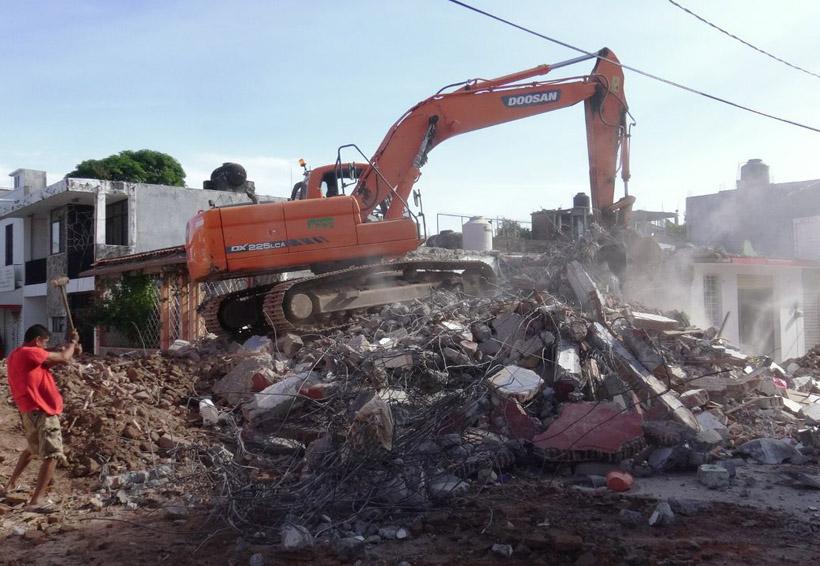 Siguen los escombros sobre Río los Perros en Ixtaltepec, Oaxaca